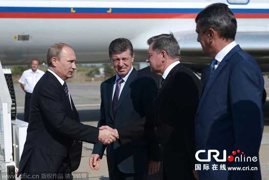 Russian President Vladimir Putin pays a visit to Crimea on Aug. 13, 2014.(Source: dfic.cn/ Cri.cn)