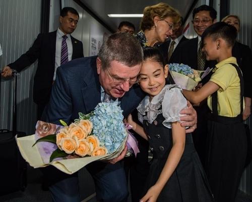 وصول رئيس اللجنة الأولمبية الدولية إلى نانجينغ