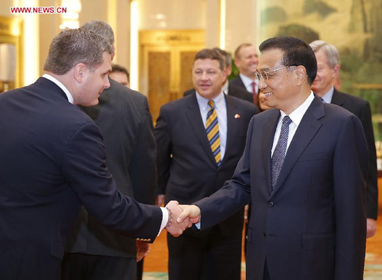 Chinese Premier Li Keqiang (R) meets with a delegation of U.S. congressmen led by Bill Shuster (C, back), chairman of the House Transportation and Infrastructure Committee, in Beijing, capital of China, Aug. 16, 2014. (Xinhua/Ju Peng)
