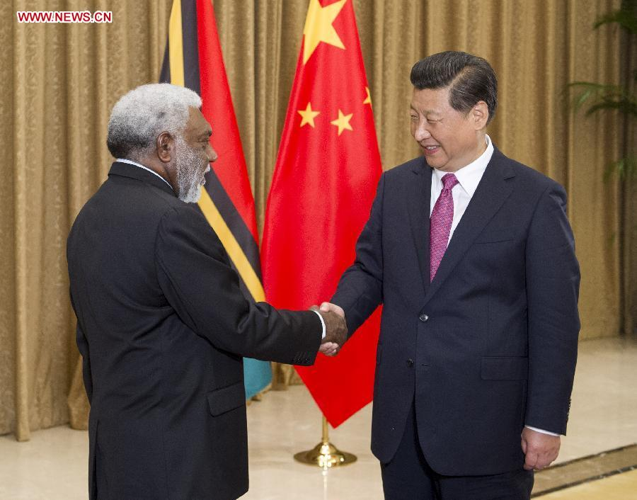 Chinese President Xi Jinping (R) meets with Prime Minister of Vanuatu Joe Natuman in Nanjing, capital of east China