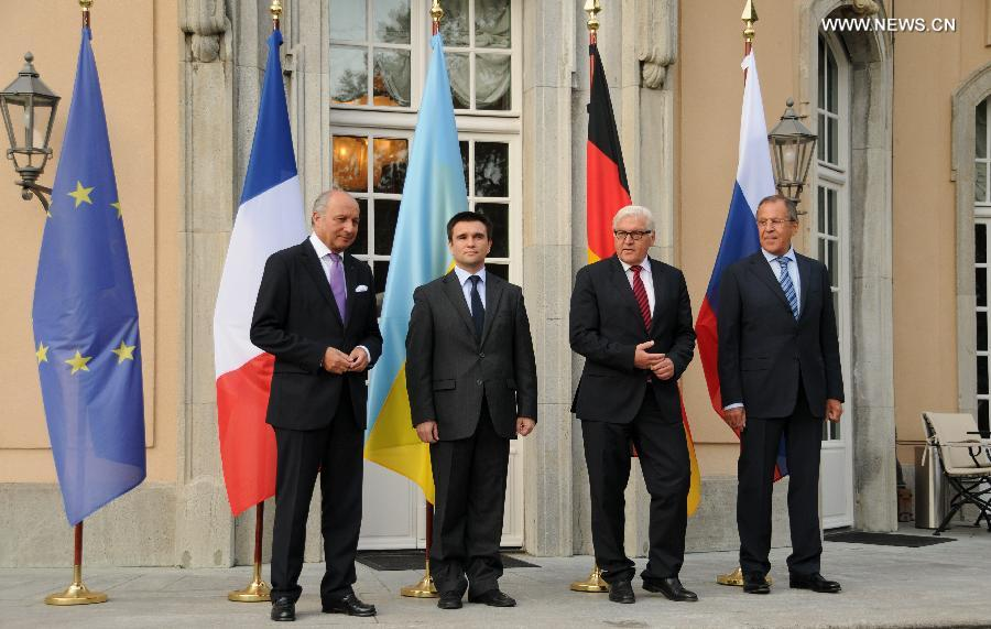 French foreign minister Laurent Fabius, Ukrainian foreign minister Pavlo Klimkin, German foreign minister Frank-Walter Steinmeier and Russian foreign minister Sergey Lavrov (From L to R) pose for a photo before the urgent meeting in Berlin, Germany, on Aug.17, 2014. The four foreign ministers held talks on Ukraine crisis in Berlin on Sunday.(Xinhua/Guo Yang)