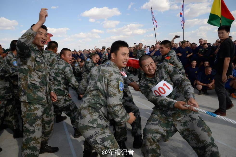 """""""Мирная миссия"""": Соревнование по перетягиванию каната между военными разных стран"""