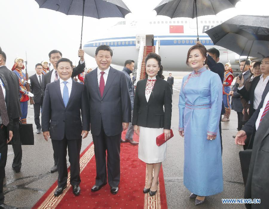 Chinese President Xi Jinping and his wife Peng Liyuan are greeted by Mongolian Prime Minister Norov Altankhuyag and his wife at the airport in Ulan Bator, Mongolia, Aug. 21, 2014. Xi arrived in Ulan Bator Thursday for a two-day state visit to Mongolia. (Xinhua/Ju Peng)