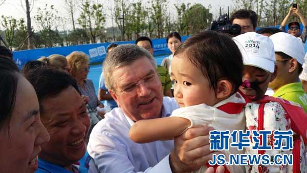 IOC President Bach visits Sports Lab in Nanjing
