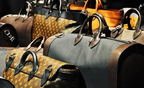 手机 pos机/日前,《纽约时报》的时尚编辑对14个奢侈品牌的最新市场情况做...