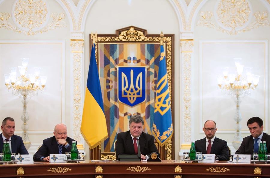Президент Украины П.Порошенко провел экстренное заседание СНБО  Фото ИТАР-ТАСС/ Михаил Палинчак