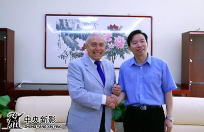 2009年9月,中央新影集团副总裁、总编辑郭本敏与到访的阿斯卡尼合影。