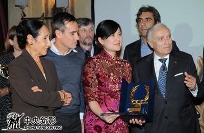丝瓜成版人性视频app2011年,广州亚运会官方电影《缘聚羊城》获米兰国际体育电影电视节最高奖。