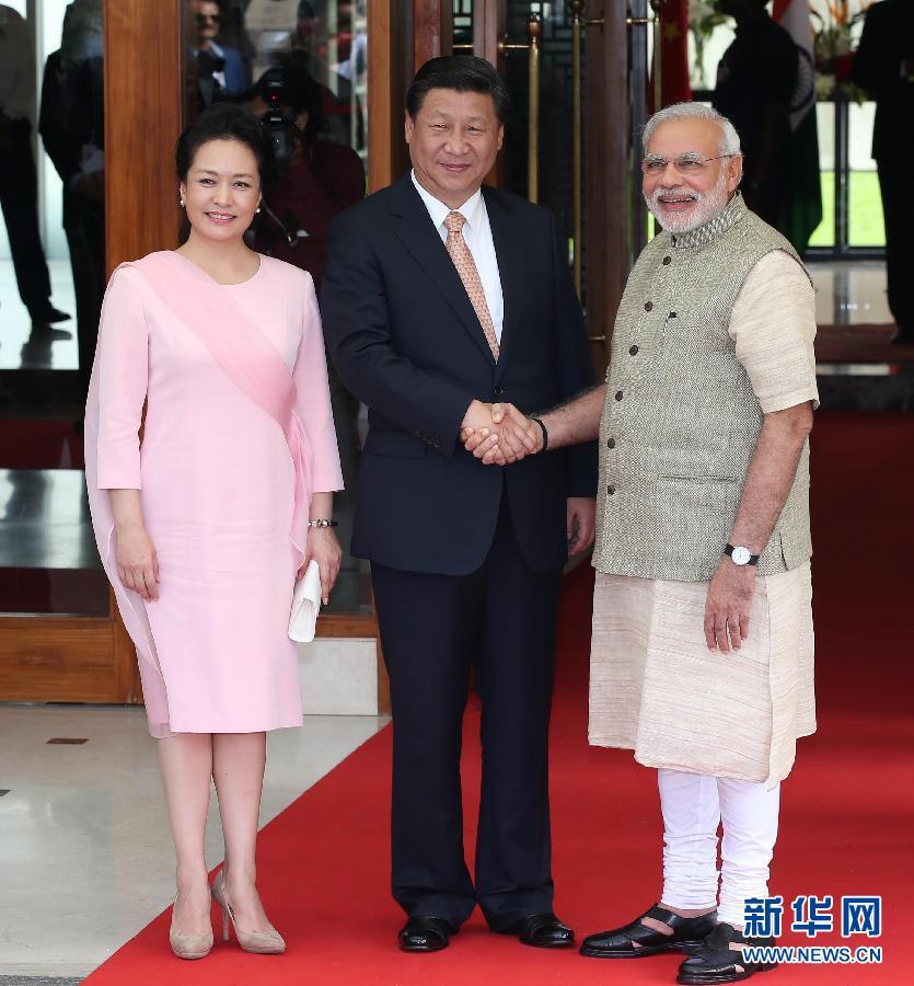 9月17日,国家主席习近平在印度古吉拉特邦进行访问。印度总理莫迪全程陪同。这是习近平和莫迪亲切会见。 新华社记者 庞兴雷 摄