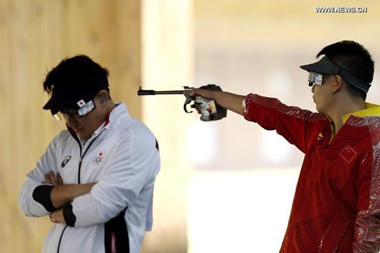 Wang Zhiwei (R) of China competes during the men