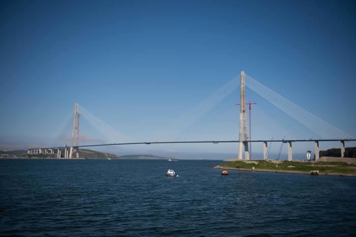 Приморские журналисты смогли подняться на пилон самого высокого моста в мире