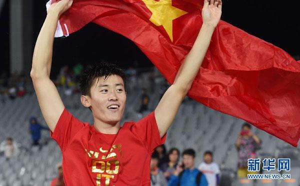 Chino Xue Changrui gana el oro en sálto de pértiga