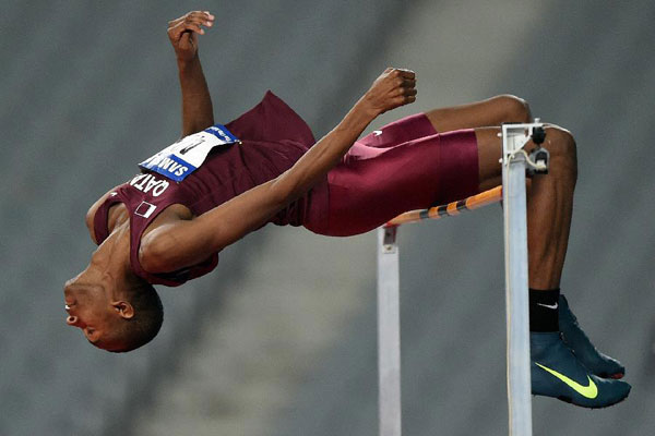 Mutaz Essa Barshim impusó un nuevo récord en el salto de altura dejándolo en 2,35 metros