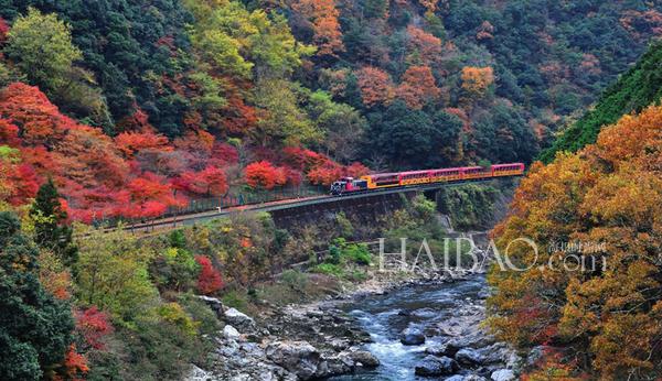 岚山风景区占地范围广,游玩通常是以由西向东的方向游玩.