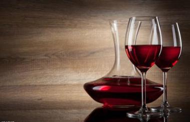 新知:玻璃瓶比塑料瓶更宜储存红酒