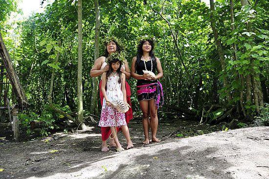 抓个处女开苞_可是在关岛,有些男性去乡下四处寻找年轻处女并给她们开苞,还能因此获