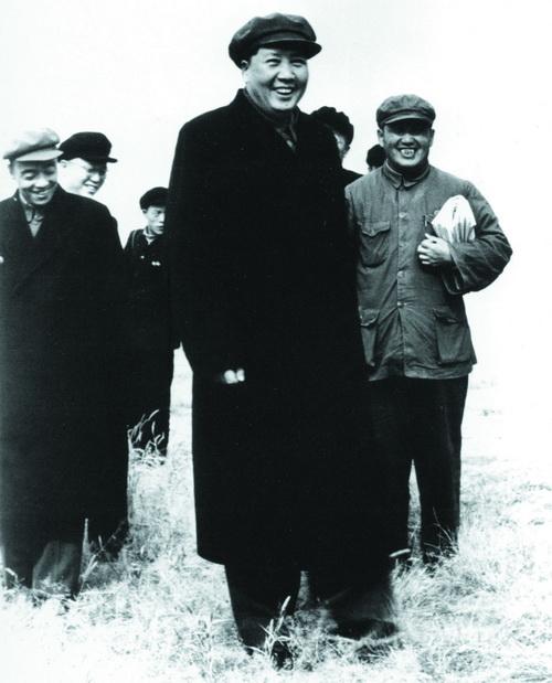 1952年,毛泽东视察黄河