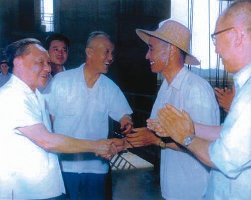 1980年,邓小平视察丹江口水库
