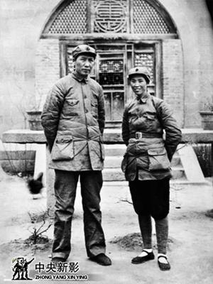 毛泽东与贺子珍1937年在延安凤凰山麓合影