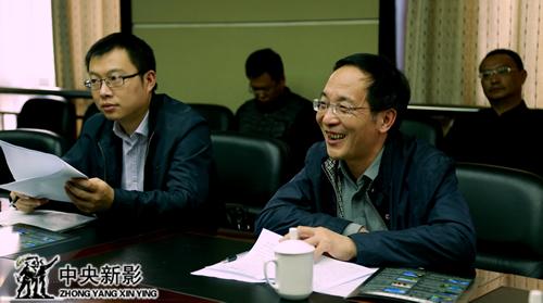 巴东副县长梁本哲、宣传部副部长谭明福向剧组介绍情况