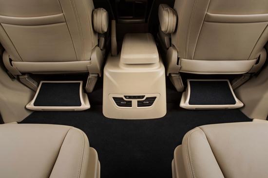 金杯全新阁瑞斯拥有7-11座共19款车型,同时采用超长轴、20余高清图片