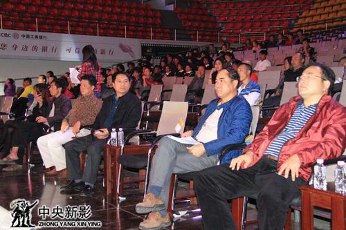 组委会领导审看节目