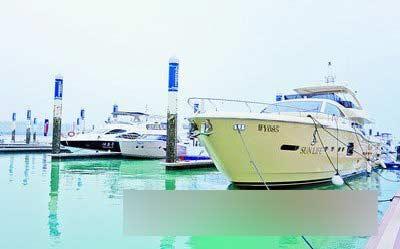 五缘湾游艇码头汇聚来自世界各地的豪华游艇。