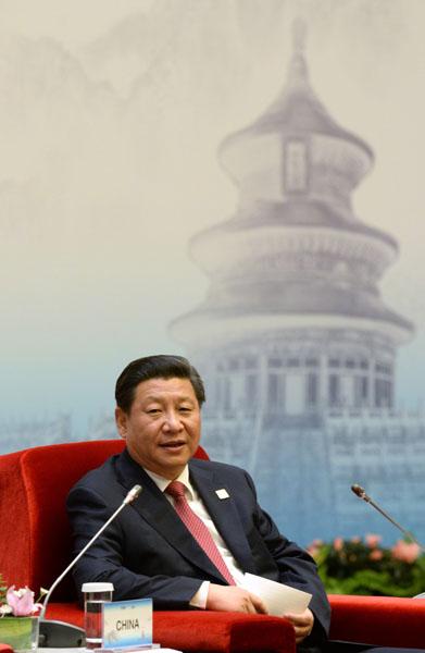 11月10日,国家主席习近平在北京出席亚太经合组织领导人同工商咨询理事会代表对话会。这是习近平参加分组讨论。新华社记者刘建生摄