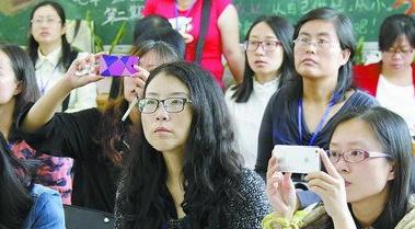 参赛老师拍下同行的赛况,作为经验借鉴。