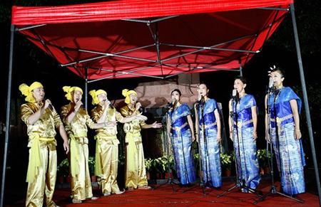少数民族歌舞表演