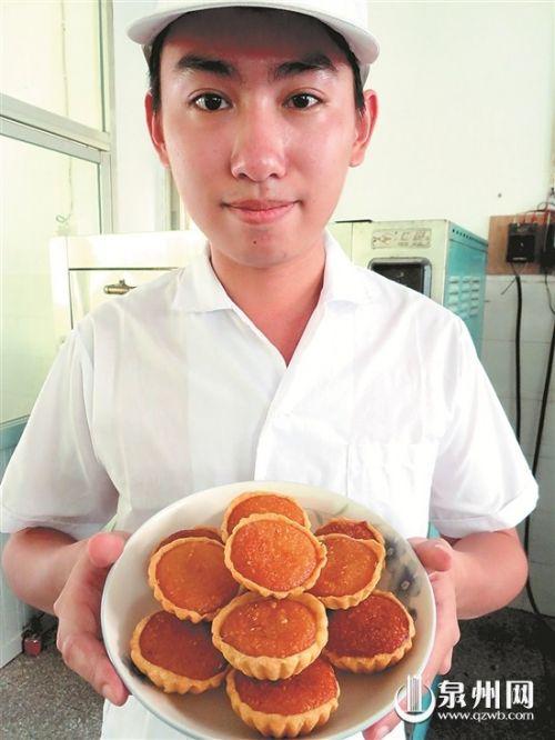 椰子饼外形与蛋挞相似,入口有冰凉感。