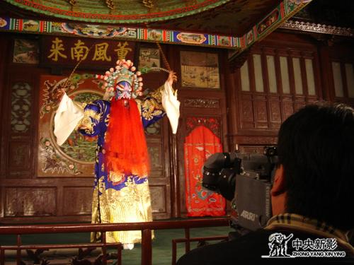 《又见梅兰芳》摄制组在天津广东会馆拍摄