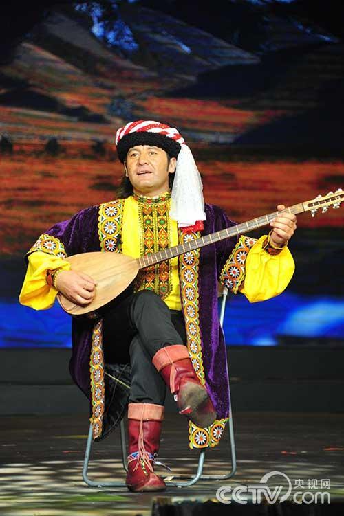 《塔吉克弹唱》中新疆小伙儿们用歌声描绘的家乡与爱情