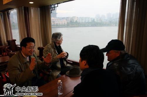 望着远处的文峰塔