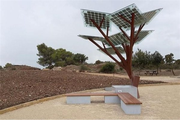 The eTree looks like a real tree but instead of branches solar panels jut out strategically to harvest the sun