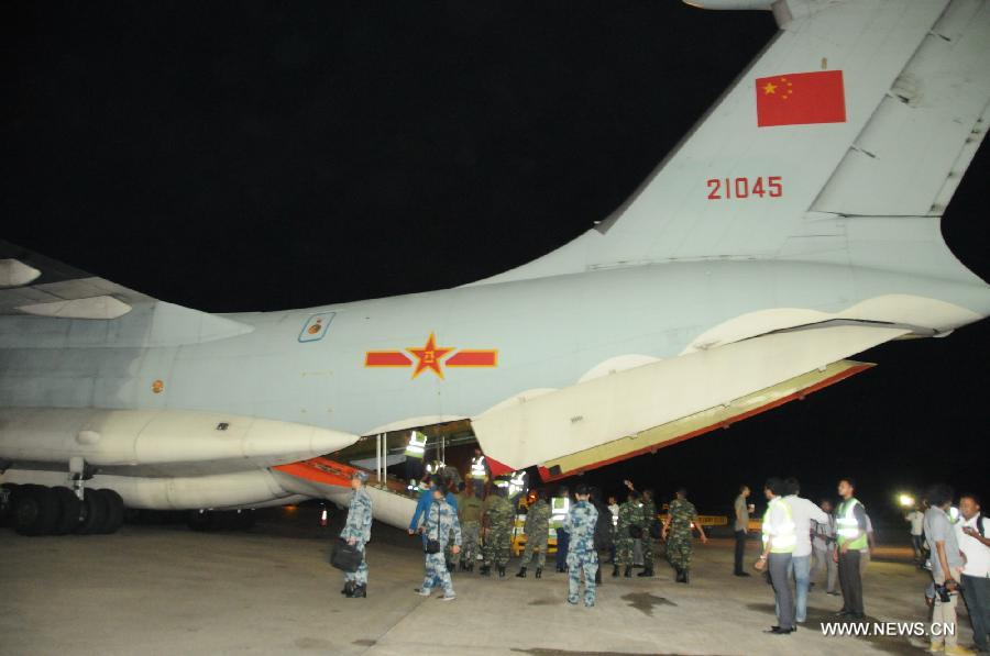 A Chinese Air Force Aircraft carrying drinking water arrives at the airport in Male, capital of Maldives, in the early morning of Dec. 8, 2014. Two Chinese military aircraft carrying 40 tons of drinking water arrived in water-starved Maldives on Monday. (Xinhua/Yang Meiju)