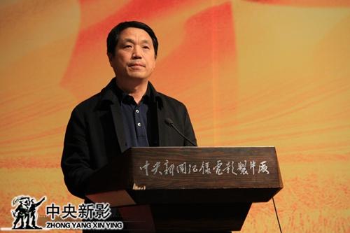 中央新影集团微电影发展中心主任、总制片人郑子宣读《大国农业》摄制组名单