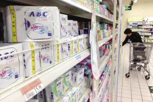 江西省产品质量监督局的工作人员告诉记者,参数合格的紫光手电筒的确能够检测出衣物、纸张等物品是否含有荧光剂。