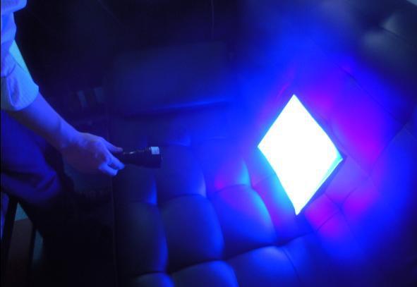 新余学院环境与化工学院的张老师告诉记者,虽然紫光手电筒能够检测出衣服、纸尿片等是否含荧光剂,但并不能判断其含量是否超标。
