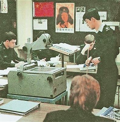 解放军报:雷锋画像曾贴在西点军校课堂黑板上