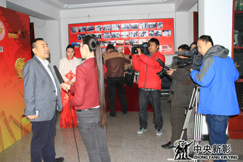 中央电视台副台长、中央新影集团董事长兼总裁高峰接受记者采访
