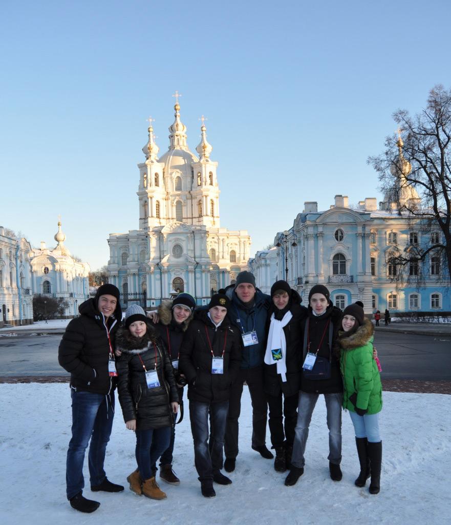 Приморских отличников наградили поездкой в Москву и Санкт-Петербург