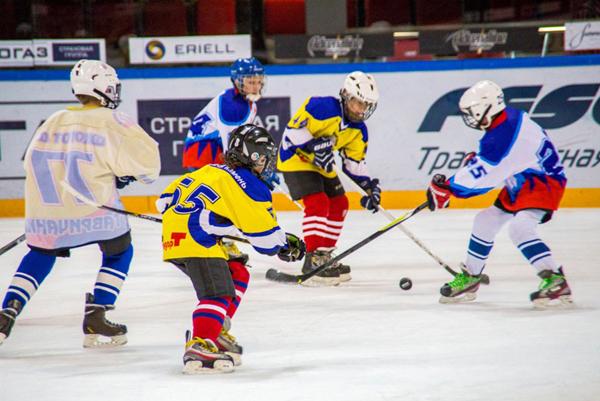 Во Владивостоке юным хоккеистам дали попробовать настоящий взрослый лёд