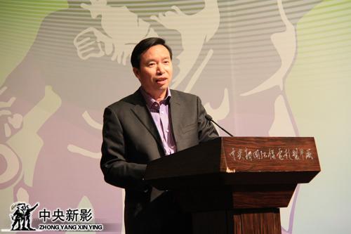 中央新影集团副总裁、总编辑郭本敏主持会议