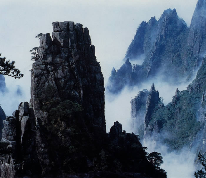 The West Sea, long known as the Mystery Valley for the many clusters of peaks and the fathomless depth of the valley has been opened up as the White Cloud Stream Scenic Area