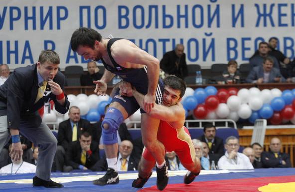 В Красноярске завершился международный турнир по вольной и женской борьбе
