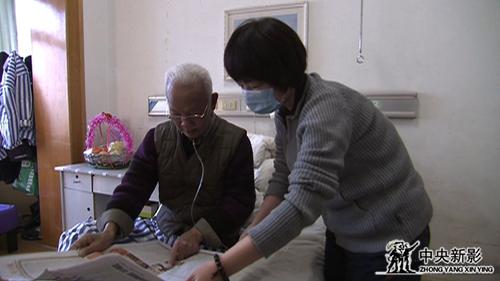编导赵燕(右)与嘉宾陈广生.jpg