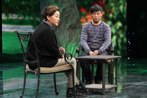 图:未东东来到《等着我》寻找自己的亲生父母