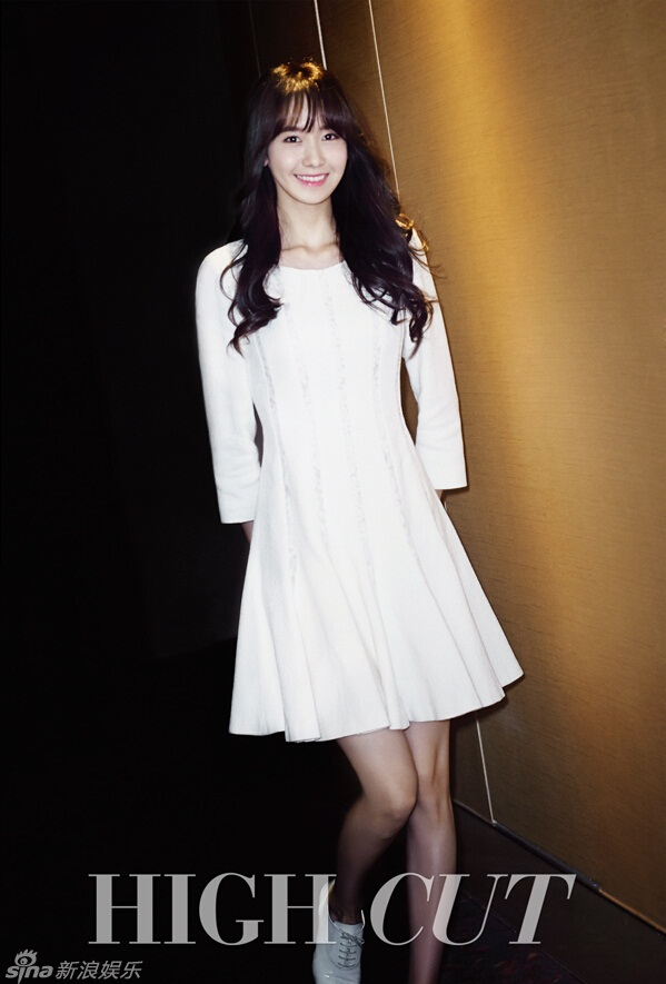 允儿清新女神范儿 白裙优雅脱俗图片