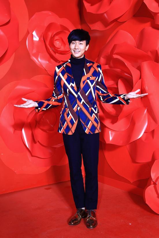 林俊杰推出《手心的蔷薇》与邓紫棋合作